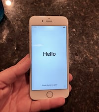 gold iPhone 5s with pink case