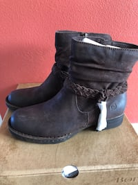 pair of black leather boots Oxnard, 93035