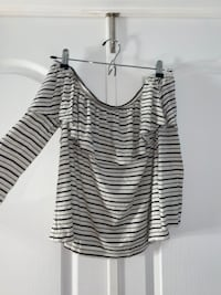 American eagle off the shoulder shirt Toronto, M6H 3M3