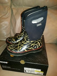 BOGS boys winter boots size 3