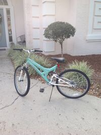 """Women's 26"""" bike like brand new!  only been ridden a few times!  Great Christmas gift!"""