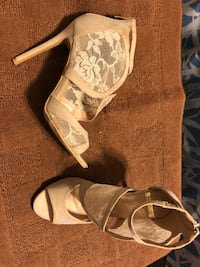 Woman Shoes Size 8-9 (9 photos included SWIPE UP) Elk Grove Village, 60007