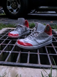 Sz 10 metallic/fire red Jordans r23s