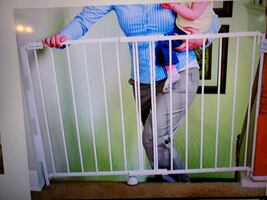 Regalo stairway and hallway wall mounted baby gate