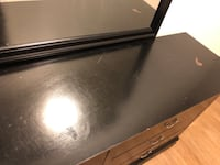 Black dresser with mirror. Scratches and some dents 64 km