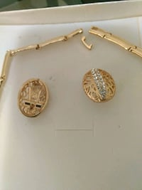 gold-colored pendant necklace 547 km