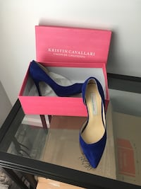 pair of blue pointed-toe pumps Los Angeles, 91335