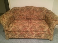 Floral padded loveseat Richmond Hill, L4B 2Z2