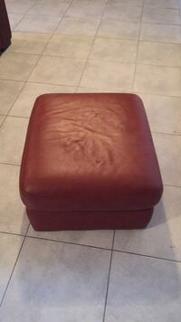 red leather padded ottoman chair Montréal, H1R 3A8