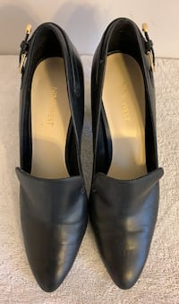 Classy black high-heels with golden thin buckle - great for the office Toronto, M6J 1N9