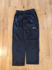 Nike thermal fit joggers with pockets. In great condition. Size juniors L  903 mi
