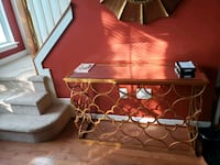 Gold mirrored entrance table  Rockville, 20850