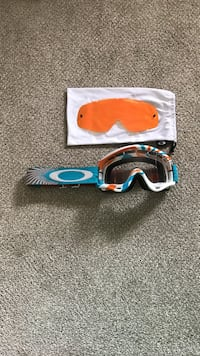 Oakley O Frame MX Goggles with extra lens Saanichton
