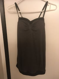 Lululemon size 4 tank with removable pads-new condition