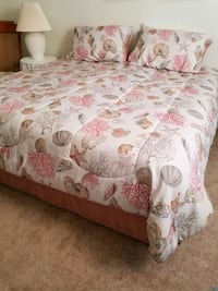 King size COMFORTER/BED IN. Bag