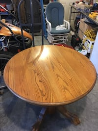 Round oak table top is 36 inches in diameter and table is 31 inches tall there are no chairs with table Linden, 22642