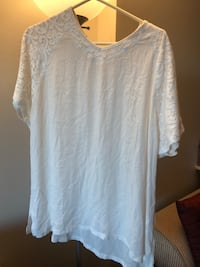 Extra large white fancy top with embroidered beads see pictures if posted it's available  Burnaby, V5E 0A6