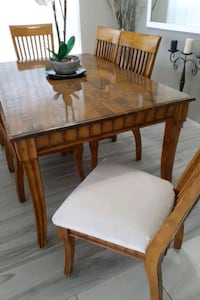 Dining  room table very good condition  6  chairi Clermont, 34714