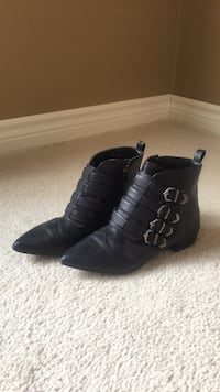 Black boot/booties size 9 King, L0G 1N0
