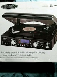 Turn table with MP3 encoding and USB slot. Kenner, 70065