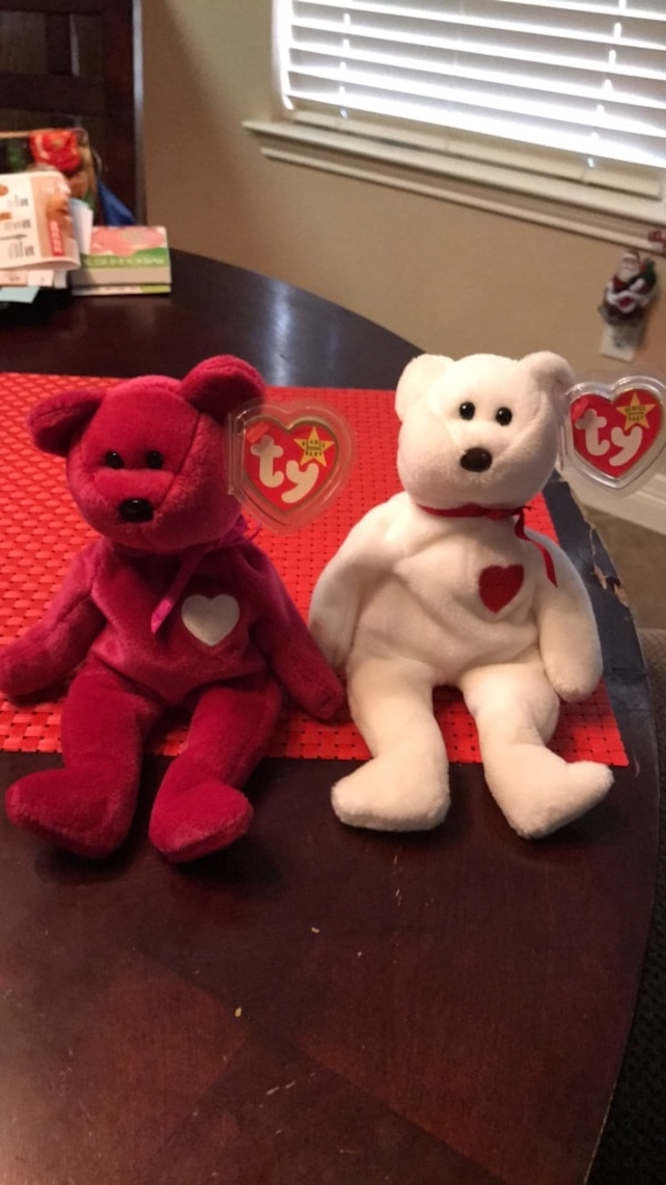 Used two white and red bear plush toys for sale in Little Elm - letgo faf2f7ce585c