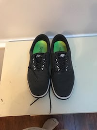 Black Nike golf shoes