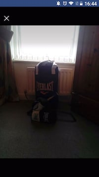 Black and white Everlast heavy bag.  Pegswood, NE61