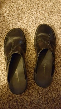 pair of black leather loafers Cuyahoga Falls, 44221