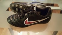 Nike soccer shoes, size 5,5  Laval, H7R 6G2