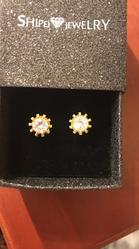 gold-colored stud earrings with clear gemstone and box Columbia, 21045