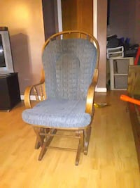 brown wooden framed gray/blue padded glider chair
