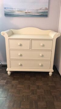 Changetable dresser with baby crib and shelf. Brossard