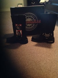 Black and red leather cowboy boots St. Thomas, N5P 4M5