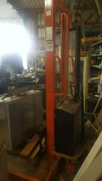 Electric forklift. 6 ft lift.  636 km