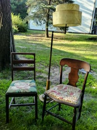 Antique chairs and lamp 511 mi