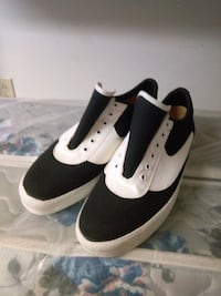 pair of brand new black-and-white low top sneakers Surrey, V4N 1W4