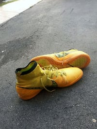 pair of yellow-and-black Nike cleats Brampton, L6X 4Y9