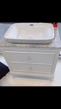 "NEW 32"" Marble Vanity (Still in the box!) Laval, H7G 5M2"