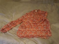 Bell sleeve top, size S, missing button 492 mi