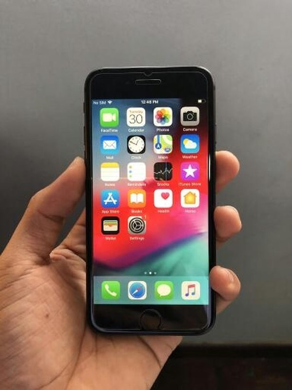 Black iPhone 8 64gb unlocked no sim