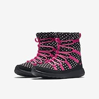 unpaired black and pink high-top sneaker Alexandria, 22041