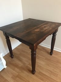 Solid wood table 36 x 36 perfect for a small space. Great condition please come pick up. North Lauderdale, 33068