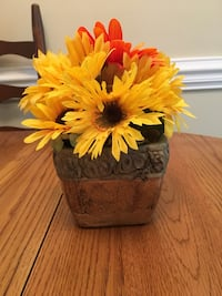 Small tuscan vase with sunflowers Greensboro, 27407