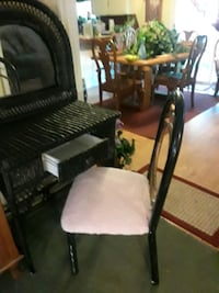 nice wicker makeup stand snd chair Moore, 73160