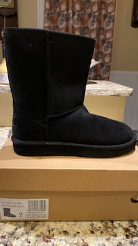 UGG BLK BOOTS