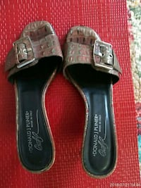 pair of black leather sandals Conway, 29527