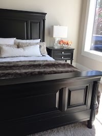 Designer Queen bed with matching bedside tables Bellevue, 98004
