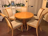 Round brown wooden table with four chairs dining set Philadelphia, 19111