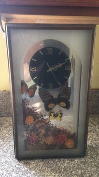 Wood, butterfly  clock excellent condition  Pasadena, 91104