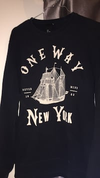 noir et blanc One Way New York print crew-neck shirt